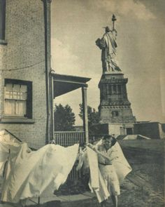 Living on Liberty Island: via Retronaut 'Over the years, people have lived in Lady Liberty's backyard. Chores still needed to be done….here a woman hangs laundry probably during later years when the War Department was Lady Liberty's caretaker. Liberty Island, Old Pictures, Old Photos, Iconic Photos, Vintage Photographs, Vintage Photos, Ellis Island, Vintage New York, Our Lady