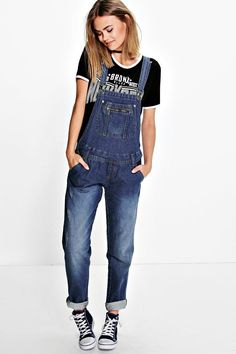 Jeans are the genius wear-with-anything wardrobe item  Skinny, straight, or slim, find your perfect jeans fit in the boohoo denim collection. Work the hot-right-now high waist in mom jeans and baggy boyfriend styles, and take your blues to the next level with punk badges and rock 'n' roll rips. Wear with a basic tee by day and add barely-there heeled sandals to take your denim from day to night.