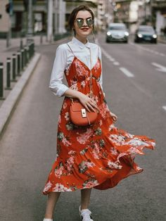 Red floral dress with white button down underneath outfit floral midi dress with sneakers outfit Cute Spring Outfits, Spring Dresses Casual, Casual Dress Outfits, Summer Dress Outfits, Casual Summer Outfits, Mode Outfits, Trendy Dresses, Nice Dresses, Dress Summer