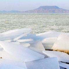 Il lago  Balaton a  Budapest completamente  ghiacciato  lake  ice  frozen   nature  natura  photooftheday  bestpictures  lafotodelgiorno  winter  snow  Guarda ... a7e62a297cde