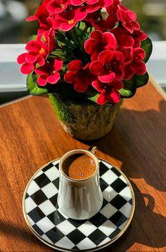 Sunday Coffee, Good Morning Coffee, Coffee Is Life, Coffee Cafe, Coffee Break, Coffee Drinks, Sweet Coffee, I Love Coffee, My Coffee