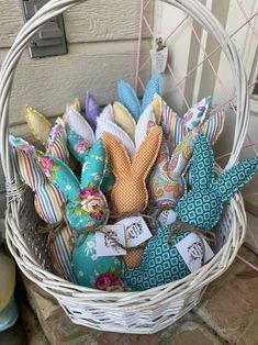 Bunny Crafts, Easter Crafts, Holiday Crafts, Easter Decor, Pet Christmas Stockings, Easter Gift Baskets, Homemade Easter Baskets, Easter Fabric, Vintage Baskets