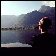 Enjoying the views at the Hallstätter See Austria . . #hallstatt #hallstattlake #austria #österreich #igerscz #panoramicview #austrianalps #mountainviews #landscapelovers #lakeview #wanderlusters #travellove #travelholic #gaytravel #gaytraveler #gaycation #gaylife #gayinsta #gaystagram #czechgay #instagay #adventurelife #discoverglobe #exploreaustria #hikingtrails #hikingadventures #hikinglife #hikerslife #hikingculture #hikingtrip