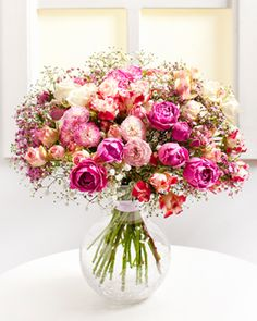 Fleurop.hu. Mesebeli csokor Flowers Delivered, Drawing, My Flower, Funeral, Note Cards, Fairy Tales, Glass Vase, Floral Wreath, Bouquet