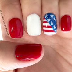 Memorial day nail designs just like all the other themed manicure ideas are more than relevant when the holiday is coming closer. That is why we are ready to treat you with a fresh and trendy compilation that will help you complete your look with the help Holiday Nails, Christmas Nails, Simple Nail Designs, Nail Art Designs, American Flag Nails, Eagle American, Wedding Day Nails, Patriotic Nails, 4th Of July Nails