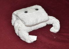 How to Make a Towel Crab http://www.maketowelanimals.com/how-to-make-a-towel-crab/