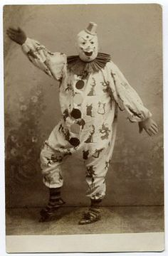 Awesome group of terrifying clown photos.