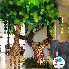 No photo description available. Safari Theme Birthday, Wild One Birthday Party, Dinosaur Birthday Party, Baby First Birthday, Jungle Decorations, Ballon Decorations, Balloon Tree, Balloon Crafts, Jungle Balloons