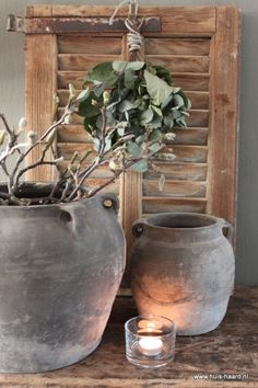 Oud Chinees kruikje S leem Natural Living, Rustic Colors, Window Sill, Beautiful Interiors, Ceramic Pottery, Country Life, Old World, Planter Pots, Interior Decorating