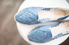 Nothing says summer like some blue skies with your blue SOLS Fast Fashion, Womens Fashion, Leather Products, Blue Skies, Women's Flats, Huaraches, Sustainable Fashion, Leather Sandals, Amazing Women