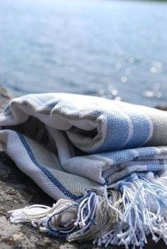 blanket on the beach Cottages By The Sea, Beach Cottages, Summer Breeze, Summer Beach, Summer Time, Love Blue, Blue And White, Blue Grey, House By The Sea