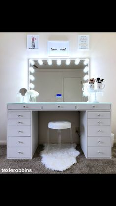 Makeup table vanity walk in closet 40 Ideas Cute Bedroom Ideas, Cute Room Decor, Girl Bedroom Designs, Room Ideas Bedroom, Teen Room Decor, Bedroom Decor, Makeup Room Decor, Makeup Rooms, Vanity Room
