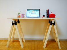 ソーホースブラケットで作業台をDIY! - CANDIY Diy Table, Life Hacks, Desk, Wood, Interior, Crafts, House, Furniture, Diy Ideas