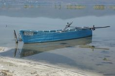 Μια ξεχασμένη ψαρόβαρκα στην λίμνη Δοιράνη - Βόρεια Ελλάδα Seen, Rivers, Lakes, Boat, Animals, Dinghy, Animaux, Boats, Animal