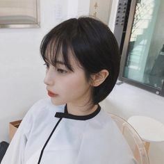 Best Picture For wavy hair how to make For Your Taste You are looking for something, and it is going Kpop Short Hair, Korean Short Hair, Girl Short Hair, Short Hair Cuts, Short Hairstyles For Women, Pretty Hairstyles, Girl Hairstyles, Shot Hair Styles, Curly Hair Styles