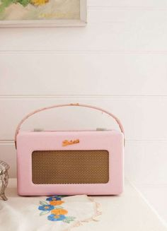 a pink roberts radio. my best friend in the morning Shabby Chic Style, Shabby Chic Decor, Creative Crafts, Fun Crafts, Roberts Radio, Pastel Decor, Craft Desk, Granny Chic, Craft Storage