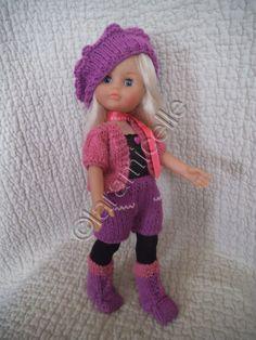 Elizabeth nous présente son petit gilet et ses bottes; le tuto des bottes est ICI tuto du gilet matériel laine à tricoter avec du 3 aig 3 points mousse: toujours à l'endroit jersey :un rg endroit un rg envers CATEGORIE LL AIG 3 monter 46 mailles 2 rg...