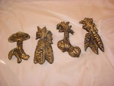 Vtg Vegetables Wall Decor Mushroom Carrots Corn Onions 4 to 6 inches Black Gold Seller florasgarden on ebay