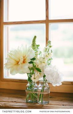 Ich mag die beiden Vasen. Eine für die Braut, eine für den Bräutigam. Und dann kriegt jeder seine Lieblingsblume rein...