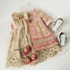 Needlepainting tips part sh Sewing Doll Clothes, Sewing Dolls, Girl Doll Clothes, Doll Clothes Patterns, Doll Patterns, Clothing Patterns, Sasha Doll, Doll Wardrobe, Tiny Dolls