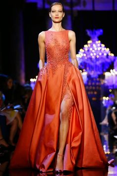Elie Saab presented their Haute Couture Fall/Winter collection yesterday at the Pavillon Cambon Capucines in Paris France as part of Paris Fashion Week. Elie Saab Couture, Beautiful Gowns, Beautiful Outfits, Elegant Dresses, Pretty Dresses, Couture Fashion, Runway Fashion, Vestidos Fashion, Couture Collection