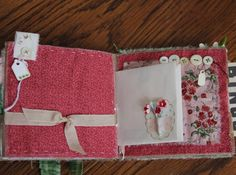 paperbag with fabric Paper Bag Album, Paper Bag Scrapbook, Shabby Fabrics, Summer Berries, Smash Book, Fabric Paper, Altered Books, Classroom Organization, Mini Albums