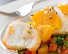 Filets de cabillaud en papillotes Croq'Kilos à la mangue et Carré frais 0% : http://www.fourchette-et-bikini.fr/recettes/recettes-minceur/filets-de-cabillaud-en-papillotes-croqkilos-la-mangue-et-carre-frais-0