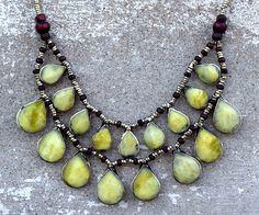 Amarillo collar de piedras de Jade, collar babero de Cassidy, Hippie, collar afgano Kuchi, joyas Boho, danza de vientre, collar étnico, collar de bohemio gitano de CraftEastShop en Etsy https://www.etsy.com/es/listing/249205156/amarillo-collar-de-piedras-de-jade