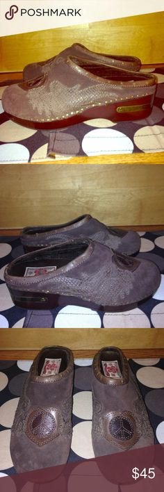 LUCKY BRAND Leather+Wood PEACE ☮ CLOGS EUC 9.5 LUCKY BRAND Leather+Wood PEACE ☮ CLOGS EUC 9.5 Lucky Brand Shoes Mules & Clogs