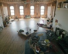 eartheld: freebecauseofhe: planstobesurprised: hopefisch: I would adore having a space like this SHOOT. We're getting a loft. I decided. I would love to live in a loft The yoga I would do here oh my god Warehouse Apartment, Warehouse Living, Warehouse Loft, Warehouse Renovation, Loft D'entrepôt, Casa Loft, Interior Architecture, Interior And Exterior, Sustainable Architecture