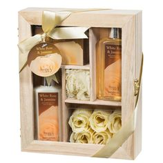 In a gorgeous wooden case, five compartments hold lotion, gel, bath salts and more for a perfectly relaxing, spa-like experience. Pamper yourself or your loved ones with this jasmine-scented set. Colo