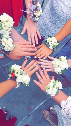 Love these flowers Prom Flowers, Pretty Flowers, Dance Pictures, Girl Pictures, Girl Hand Pic, Country Best Friends, Homecoming Pictures, Cute Friend Pictures, Prom Poses
