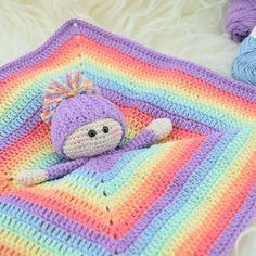 En fantastisk special edition udgave af den skønne nusseklud Alberte, som nu kan hækles i vores eget Rainbow bomuldsgarn. Albertesætter kulør på hverdagen og p