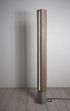 lampada da terra in olmo vecchio massiccio e cemento solid wood… Wood Concrete, Concrete Furniture, Home Lighting, Modern Lighting, Lighting Design, Lighting Ideas, Diy Floor Lamp, Wood Floor Lamp, Wooden Lamp
