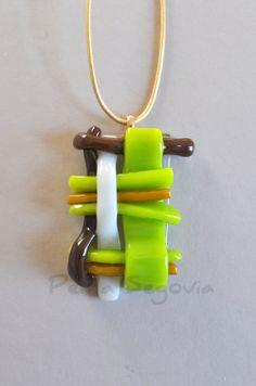 Woven Fused Art Glass Pendant Necklace in Purple por PerlaSegovia