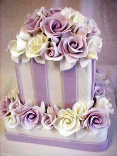 lavender and white cake. awww, I love this cake. Gorgeous Cakes, Pretty Cakes, Cute Cakes, Amazing Cakes, Purple Cakes, Purple Wedding Cakes, Wedding Flowers, Rose Wedding, Chic Wedding