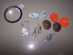 VINTAGE JEWELRY LOT INCLUDING MOTHER OF PEARL NACAR EARRINGS $12.00