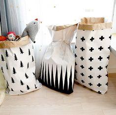 Kraft paper bag Mountain / Paper Sack Storage / por Twomysterybox