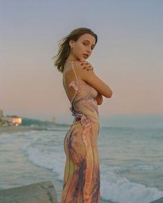 Hottie Women, Emma Chamberlain, Lady And Gentlemen, Girls In Love, Fashion Pictures, Pretty Woman, Pretty People, Beautiful Dresses, Celebs