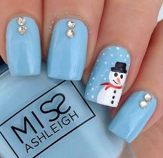 Love this Winter-y Nail Art! Loving the pale baby blue and sparkle combo! but i would add snow flakes to the other nails. Fabulous Nails, Gorgeous Nails, Love Nails, Pretty Nails, Xmas Nails, Diy Nails, Christmas Nails, Winter Christmas, Holiday Nail Art