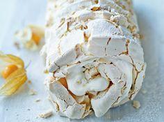 Hazelnut Meringue Roulade With Passion-lemon Coulis Meringue Roulade, Hazelnut Meringue, Meringue Desserts, Meringue Cake, Just Desserts, Delicious Desserts, Baking Recipes, Cake Recipes, Sugar Dough