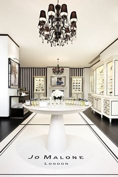 Jo Malone boutique in Covent Garden, London. oh, how i love these fragrances! Home Interior Design, Interior Design Software, Jo Malone London, Interior Design Pictures, Luxury Store, Interior, Salon Interior Design, Jewelry Store Design, Interior Design Images