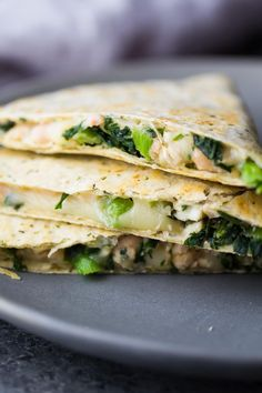 Smashed White Bean & Spinach Quesadillas (Freezer Friendly) are a great healthy meal prep work lunch option that will actually keep you full! Vegetarian Meal Prep, Healthy Meal Prep, Vegetarian Recipes, Healthy Eating, Healthy Recipes, Fast Recipes, Easy Meal Prep Lunches, Prepped Lunches, Freezable Meal Prep