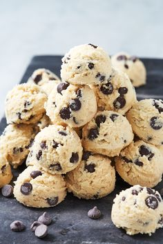 From cookie dough fat bombs to chocolate walnut fat bombs and pecan pie fat bombs, we can't decide which of these easy keto fat bomb recipe is our favorite. Keto Cookies, Cookies Et Biscuits, Cream Cookies, Cheesecake Brownies, Cheesecake Fat Bombs, Cheesecake Bites, Blueberry Cheesecake, Dessert Bars, Dessert Recipes