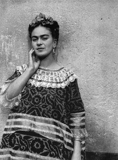 Algunas de las imágenes de la artista retratada por Leo Matiz que se pueden ver por primera vez en España
