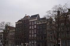 AMSTERDAM: - Essie Button
