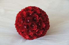 Sfera+Rose+di+Cartoncino+Rosso+e+Perle++Diam+16+Cm+di+PaperLoveFantasy+su+DaWanda.com