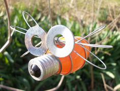 outdoor hanging bug using old Christmas light bulb--how funny Vintage Christmas Lights, Christmas Light Bulbs, Old Christmas, Christmas Crafts, Wire Crafts, Metal Crafts, Recycled Crafts, Light Bulb Art, Light Bulb Crafts