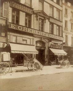 L'Hôtel de Saint-Roman au n° 48 de la rue de l'Arbre-Sec, vers 1910. Une photo d'Eugène Atget/BnF  (Paris 1er)
