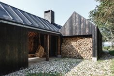 Image 7 of 35 from gallery of Holiday Cabin / Lendager Group. Photograph by Rasmus Hjortshøj - COAST Barn Style House Plans, Modern Barn House, Facade Design, House Design, Ideas De Cabina, Indoor Courtyard, Recycled House, Estilo Interior, Forest Cabin